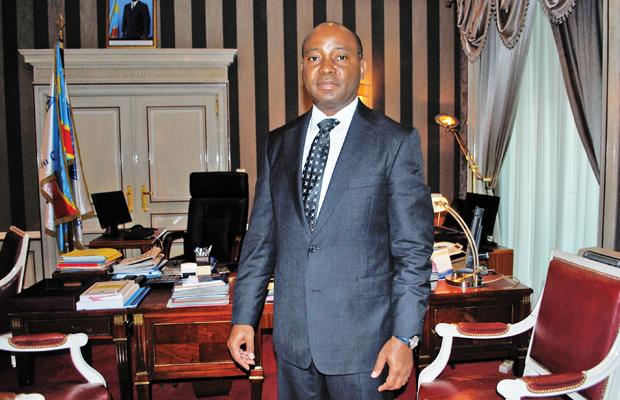 Le Gouverneur D. Mutombo dans son bureau de la Banque Centrale du Congo à Kinshasa-Gombe