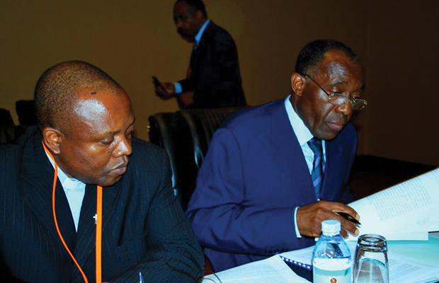 Les membres du Bureau de la CENI notent les différentes interventions des Responsables des Partis politiques