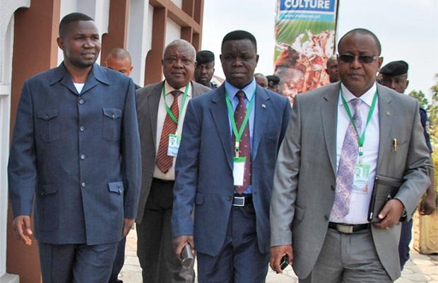 Le Gouverneur du Nord-Kivu Julien Paluku à coté d'autres participants