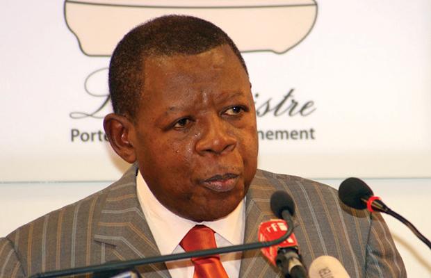 Lambert Mende Omalanga, ministre de la Communications et médias