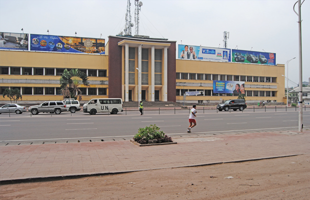 Bâtiment abritant la SCPT (ex-Poste) à Kinshasa Gombe, (photo BEF)