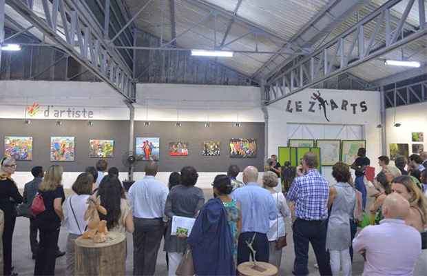 Le public, dans la grande salle d'exposition (Photo Espace Bilembo)