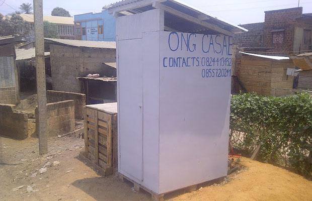 content image template_0018_16_03 - Toilette publique fabriquée par Une Ong Centre d'action sociale, d'assainissement et