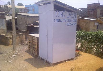 feature image template_0018_16_03 – Toilette publique fabriquée par Une Ong Centre d'action sociale, d'assainissement et