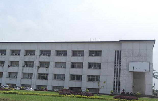 Le bâtiment de la fonction publique à Kinshasa, en réhabilitation. (Photo BEF)