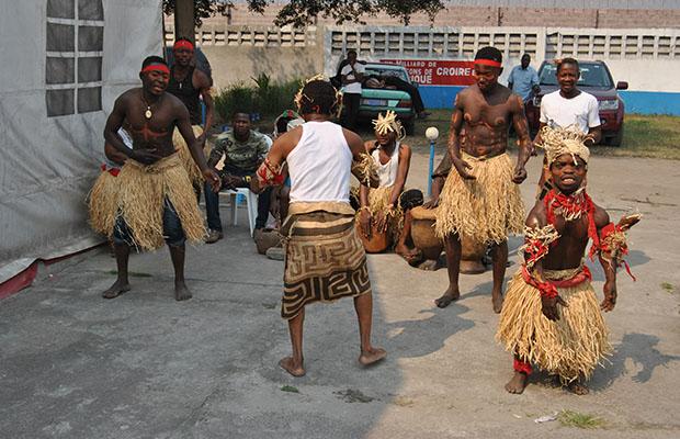 Un groupe folklorique en pleine prestation à la FIKIN. (BEF).
