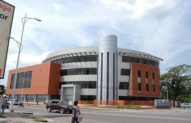 Un nouveau batiment de Congo Futur, sur l'avenue de la Libération, à Kinsahasa. (BEF)