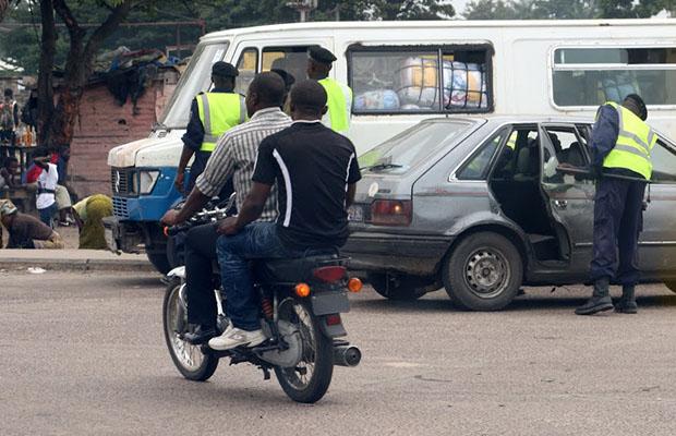 Quelques motocyclistes résistent à la décision du gouverneur. (R.O.)