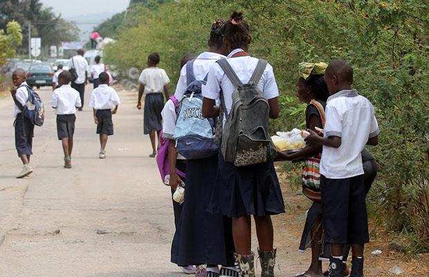Les frais scolaires pèsent lourds dans les maigres budgets des parents. (Photo Radio Okapi)