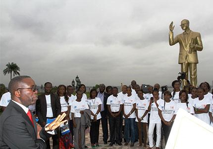 feature__0012_20_01 – Le Premier ministre et les jeunes du Conseil national de la jeunesse