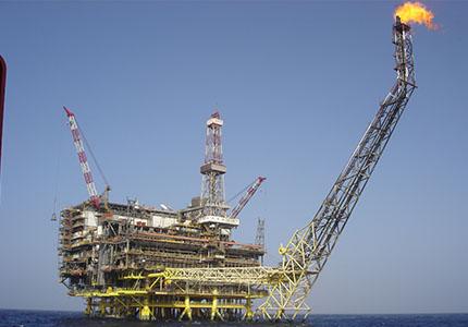 feature__0021_12_01 – Le poids du pétrole