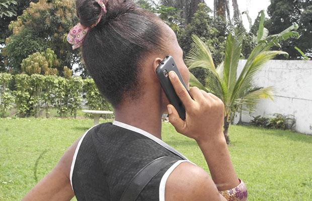 Les arnaqueurs piratent le réseau téléphonique et récupèrent les crédits sur les appels internationaux.