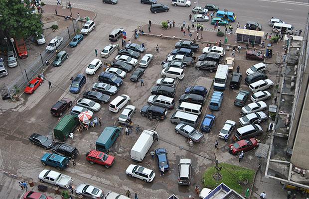 Un parking de véhicules dans la commune de la Gombe.