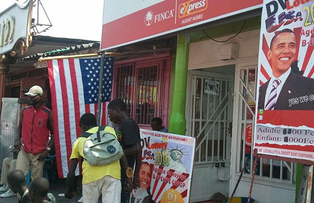 Un cybercafé à Kintambo-Magasin plante le décor de la DV Lottery.