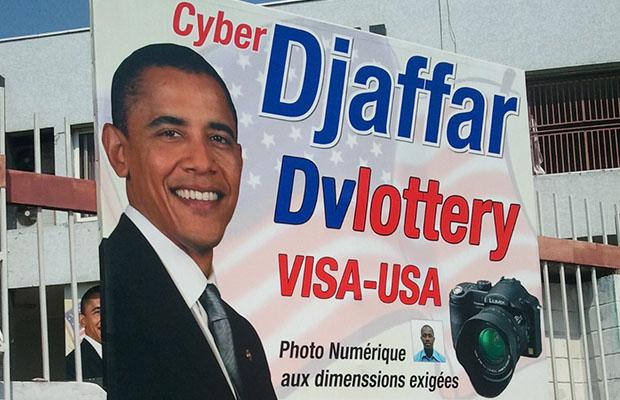 Des affiches à l'effigie du président Barack Obama sont visibles dans tous les cybercafés.