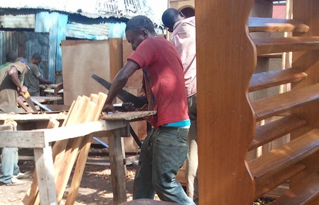 Atelier de fabrication de meubles dans la commune de Ngaliema.