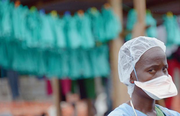 Une infirmière dans un hôpital de Monrovia, au Liberia.