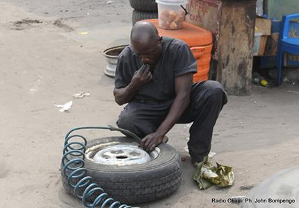 feature__0004_30_01 – Réparateur de pneus à Kinshasa