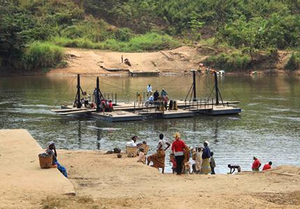 feature__0013_10 _ 01 – Bac sur le fleuve Niari à Kayes Photo  MDMM (AEM)
