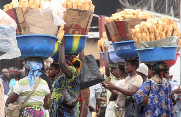 De la pâtisserie produite par l'une des boulangeries qui dominent le marché à Kinshasa