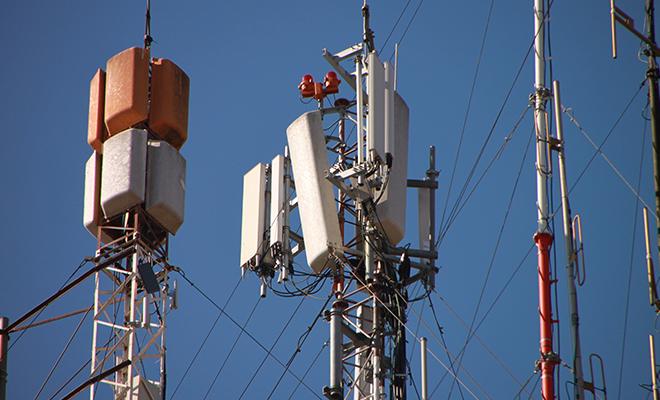 Une antenne, l'un des canaux utilisés pour la diffusion de l'information.