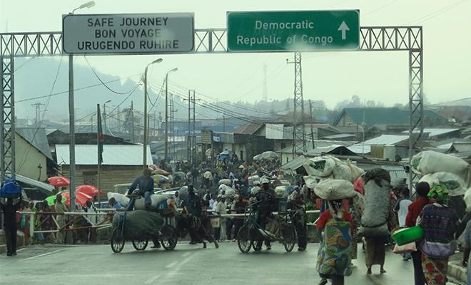 Barrière marquant la frontière officielle entre le Rwanda et la RD Congo.