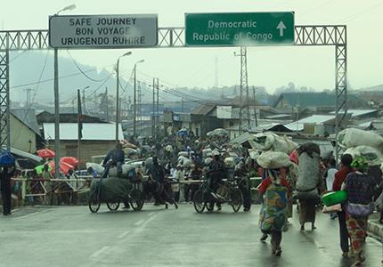 feature__0013_04_01 – Actualité, la Frontière du Congo et Rwanda