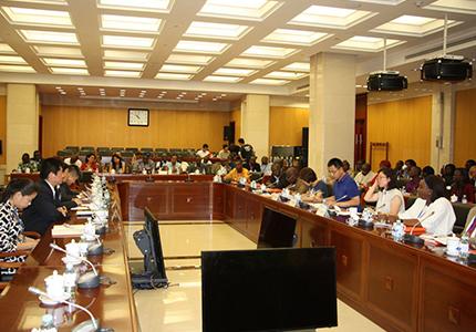 feature__0018_A l'issue d'un échange ce mercredi avec  des journalistes africains  au siège de cette agence à Beijing