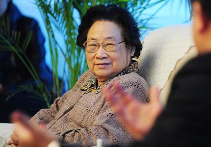 feature__0002_Tu Youyou, première Chinoise à obtenir le prix Nobel de médecine. Crédits  AFP