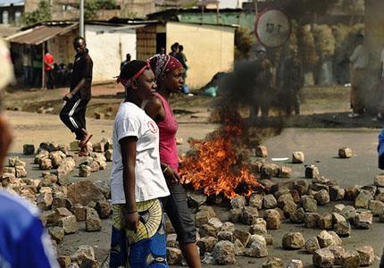 feature__0021_4855377_3_33c0_barricade-a-bujumbura-contre-le-troisieme_7146cc0cba6352199a50f5bb87a97c90